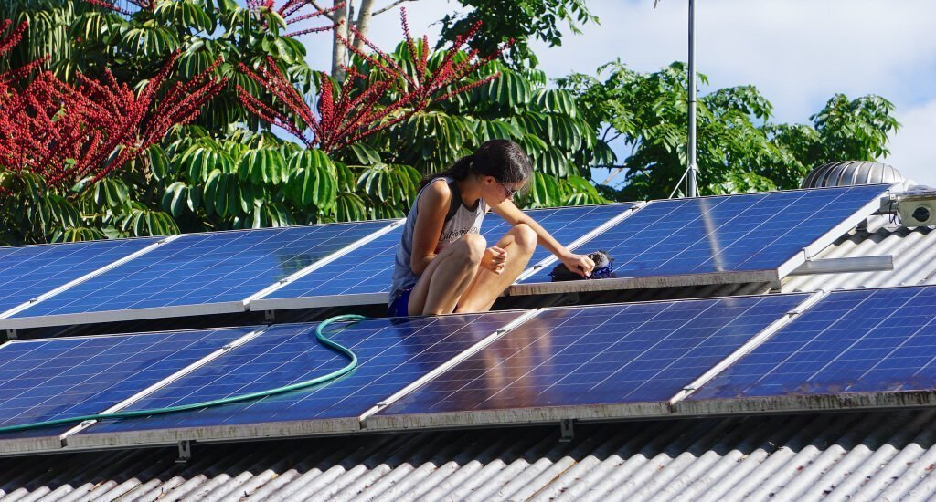 how solar panels can help you to reduce your carbon footprint - how much do solar panels save?